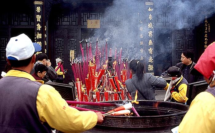 pilgrims at Emei Shan China
