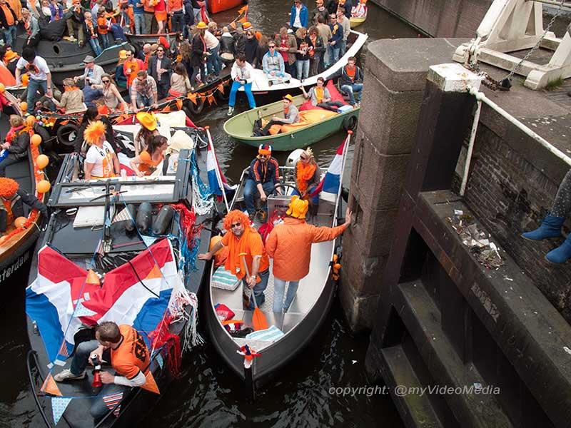 Boote am Koeninginnentag Amsterdam