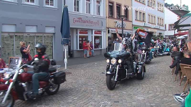 Harley Konvoi verlaesst Wittlich