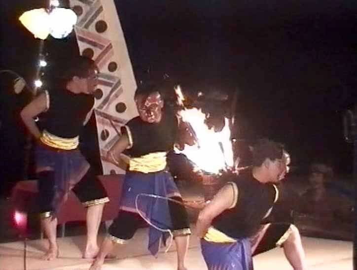 lombok-traditional-dance-1