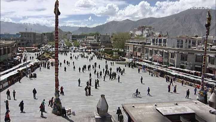 Blick vom Dach des Jokhang Tempel in Lhasa