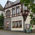 Starkenburg, eine Ortsgemeinde im Landkreis Bernkastel-Wittlich liegt ca. 250 m direkt über der Mosel auf einem Felsgrat im Hunsrück.