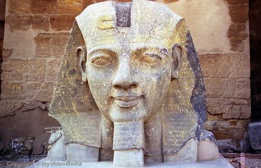 Statue Luxor Temple