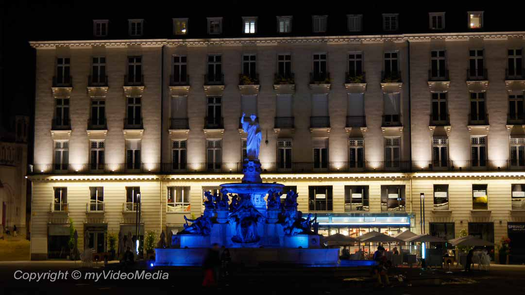 Nantes at night