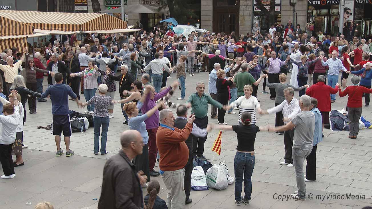 Sardana vor der Kathedrale von Barcelona
