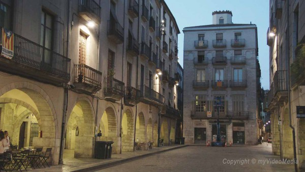 Strrets of Girona in the evening