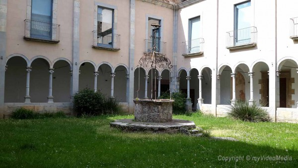 Courtyard monastery Sant Esteve