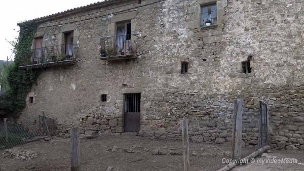 old farmhouse in Camos
