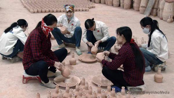 Arbeiterinnen Töpferei