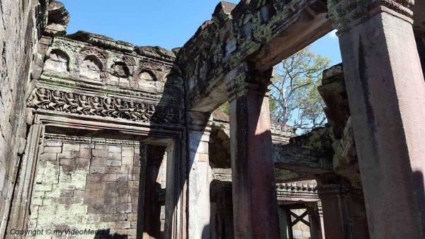 Hall of dancers in Preah Khan