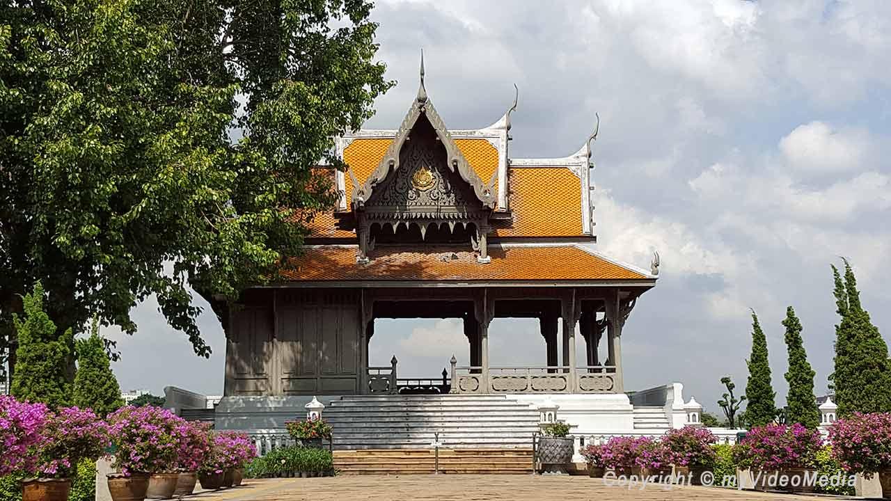 Santi Chai Prakan Park