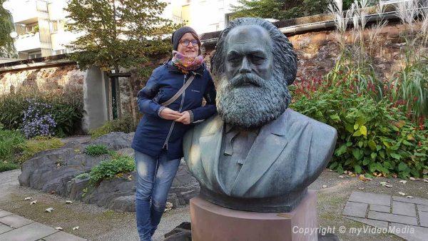 Mandy im Karl Marx museum