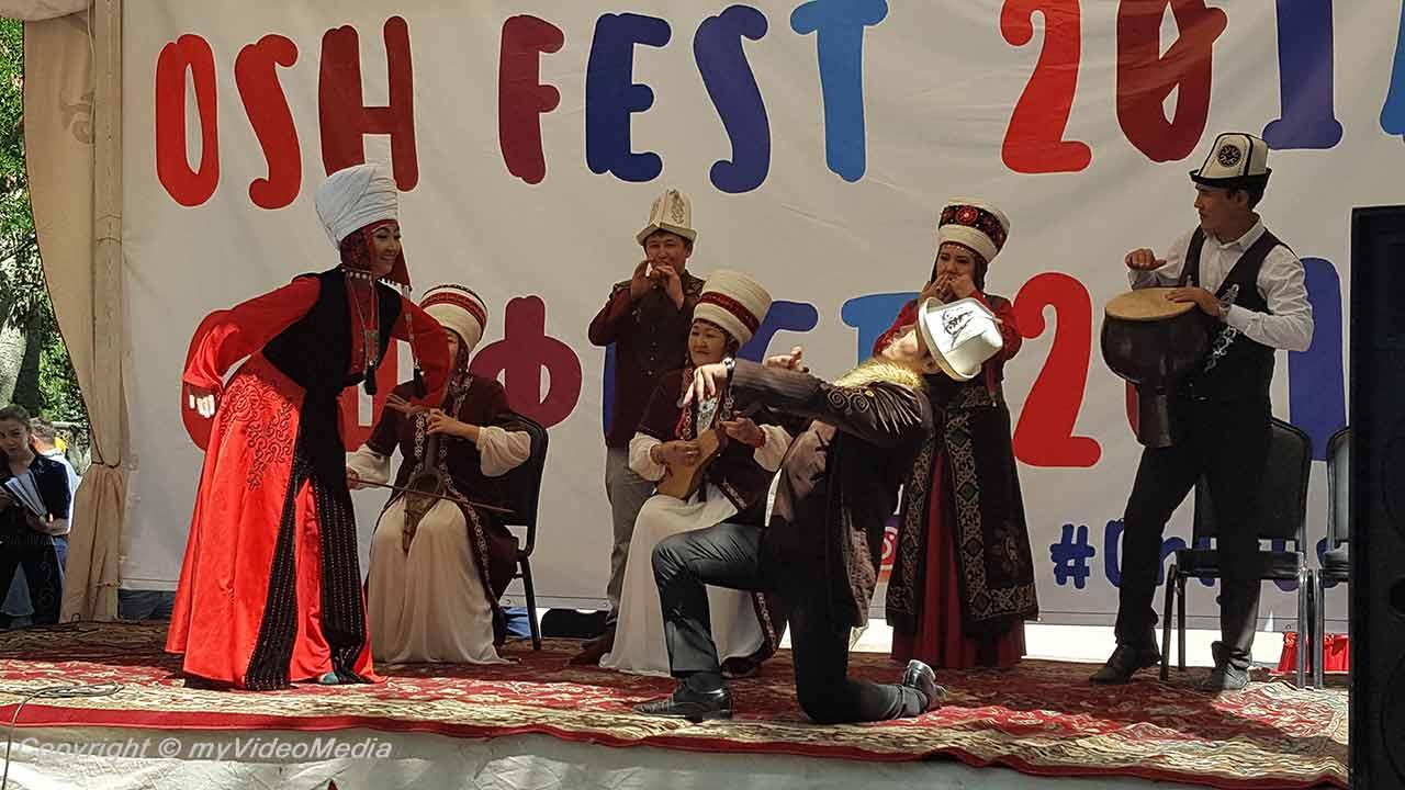 Osh Fest - Gesang und Tanz
