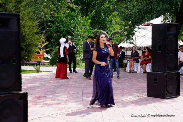 Performance in Meerim Park Osh