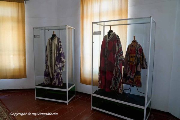 dresses of the emirs