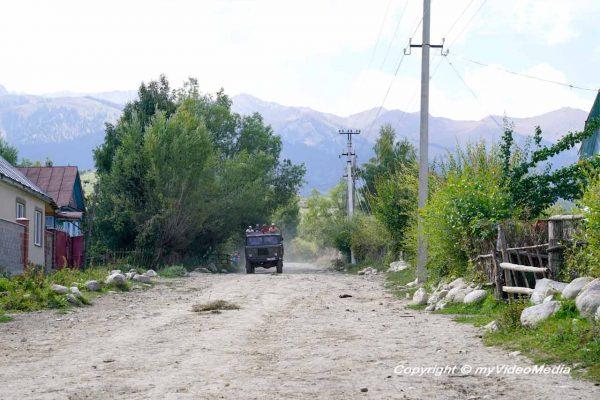 Auf dem Weg zum Kara-Kyz Yurt Camp