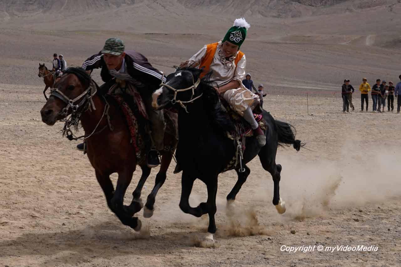 Braut-Rennen beim Murghab Horse Festival - Tadschikistan