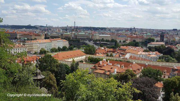 Blick auf Wallenstein Palais und Karlsbrücke