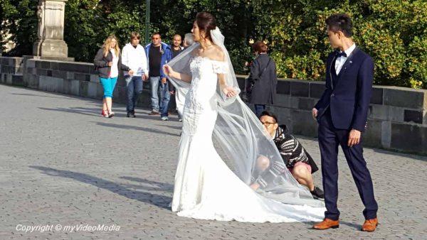 Wedding couple at Charles Bridge