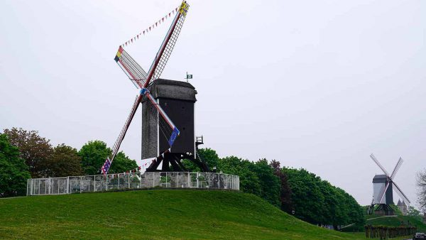 A walk to the windmills of Bruges