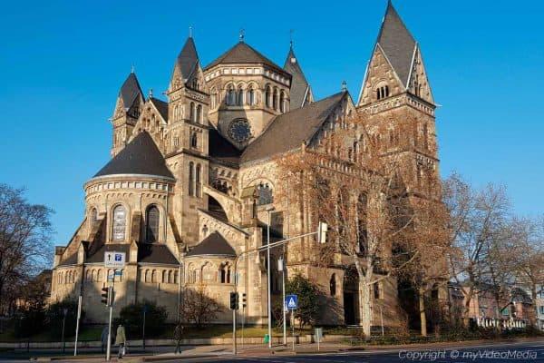 Herz-Jesu-Kirche and Aparthotel dingdong