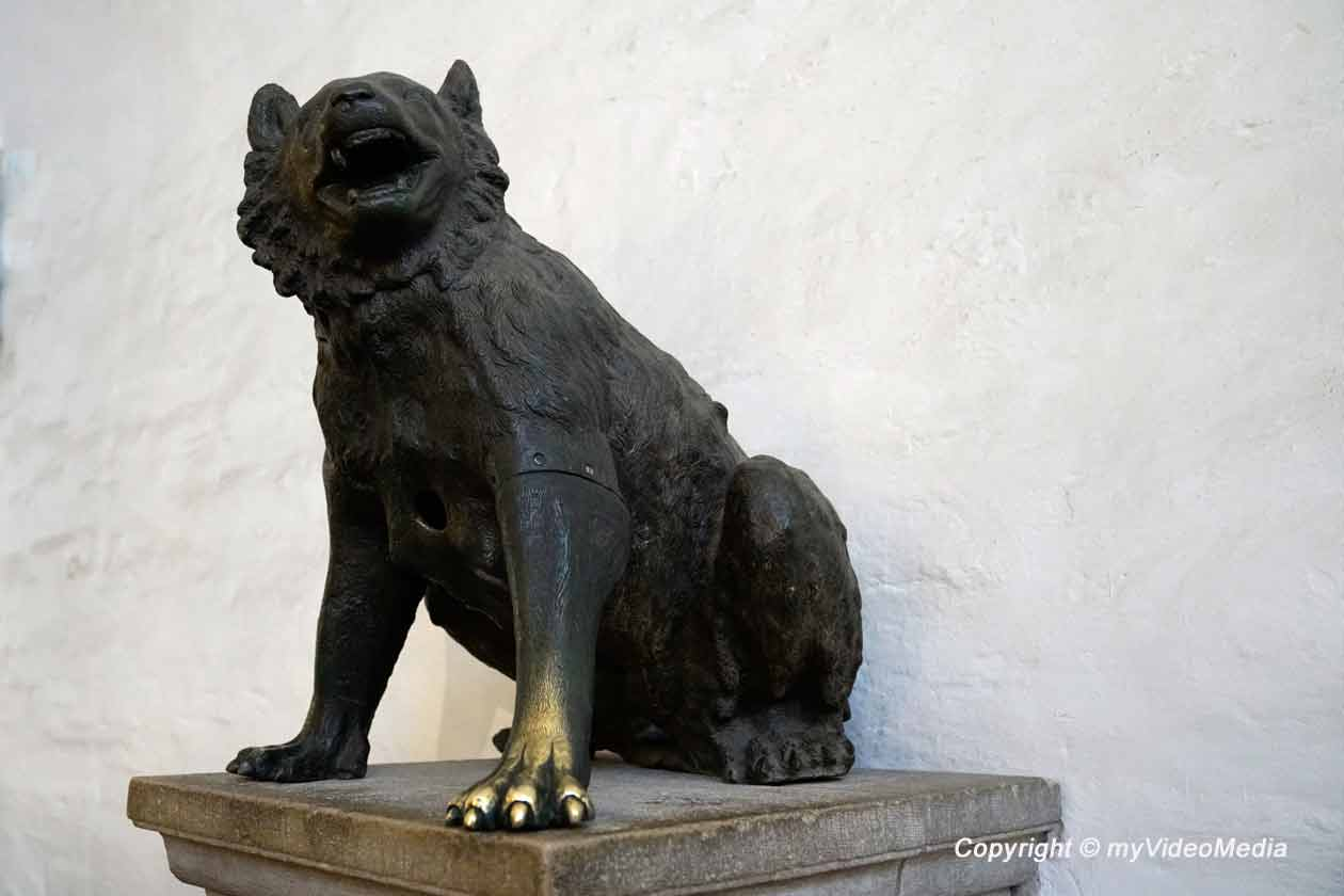 she-bear aachen cathedral