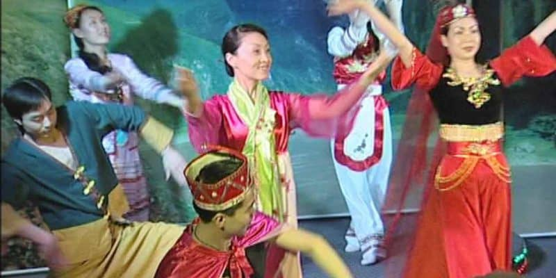 Entertainment on the Yangtze