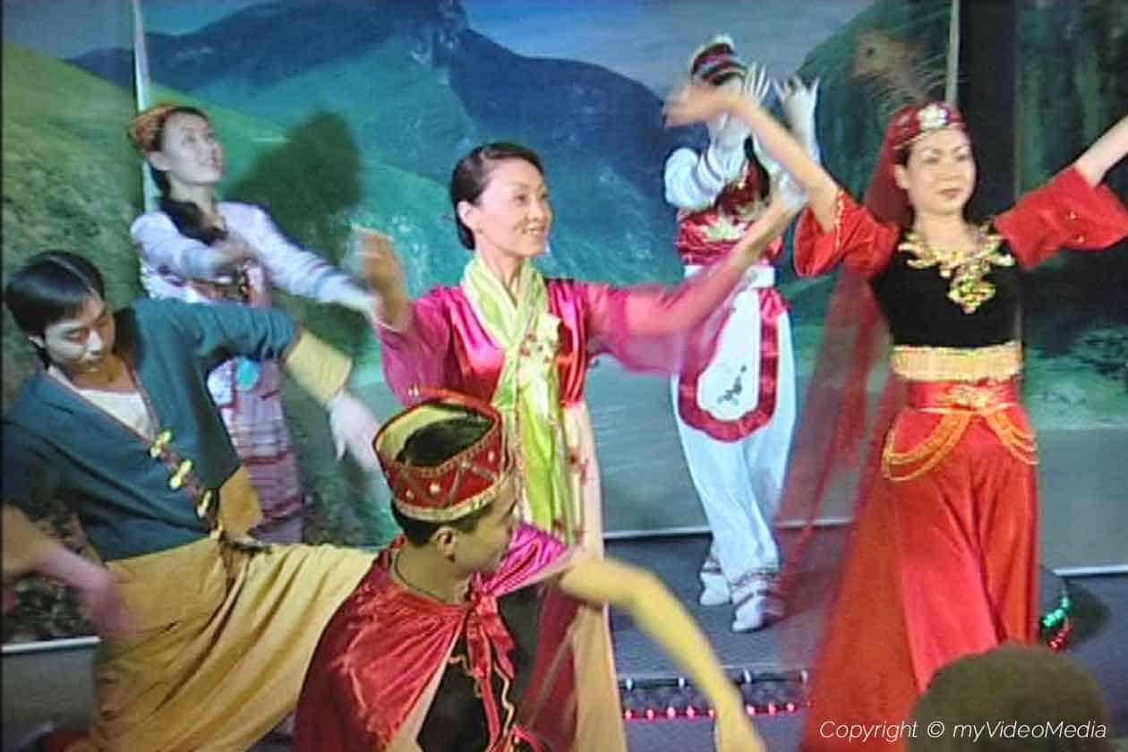 Entertainment on the Yangtze