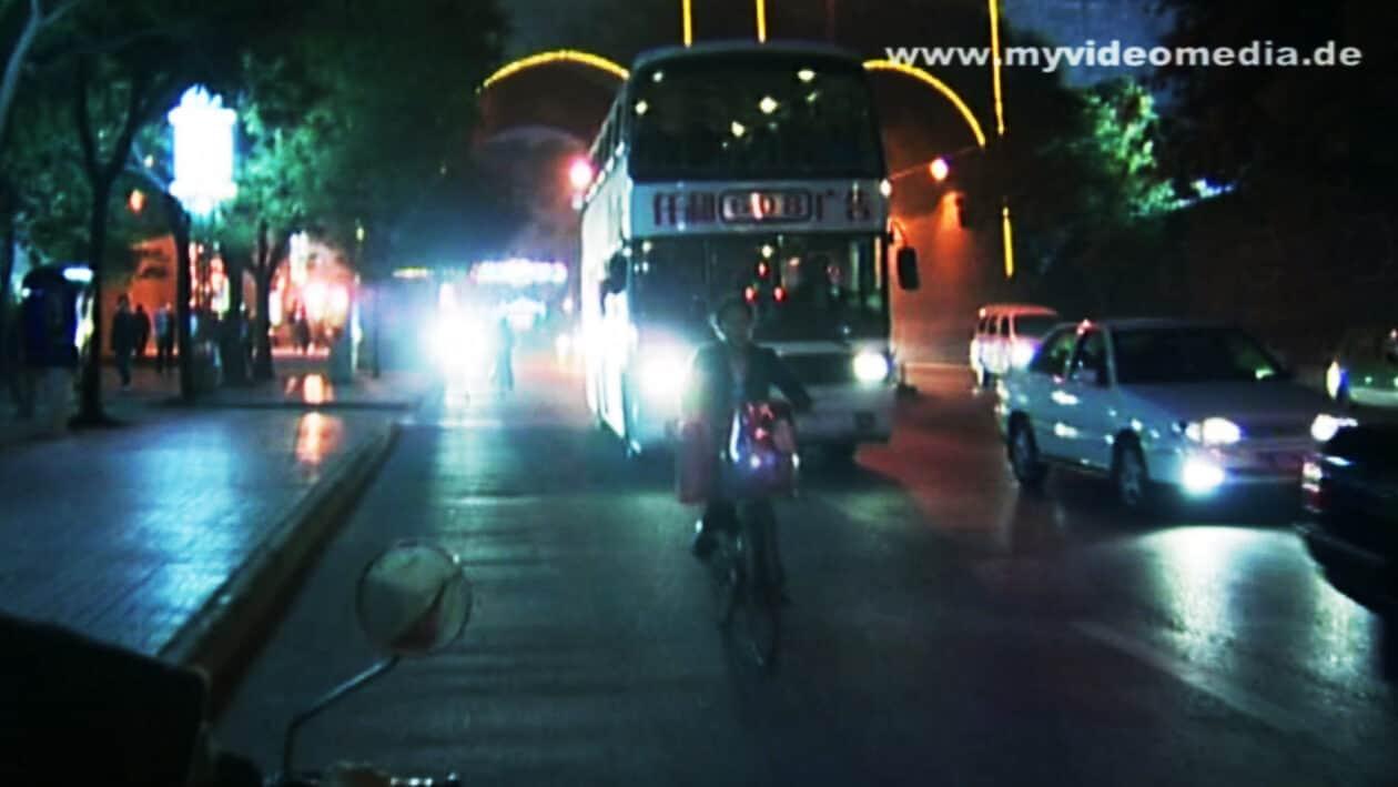 Wrong-way driver in Xian
